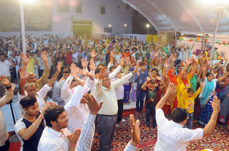 Ram Katha Purified the Minds of Devotees and Enriched their Hearts with Love at Bawana, Delhi